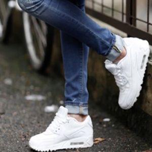Nike air max 90 essential all white shoes NWT